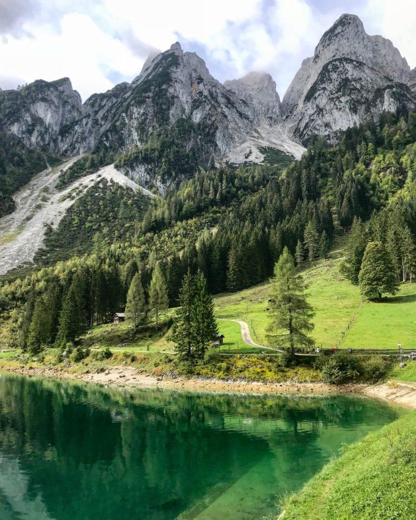 Gosausee - das türkisgrüne Wasser mit den Bergspitzen am Gosaukamm