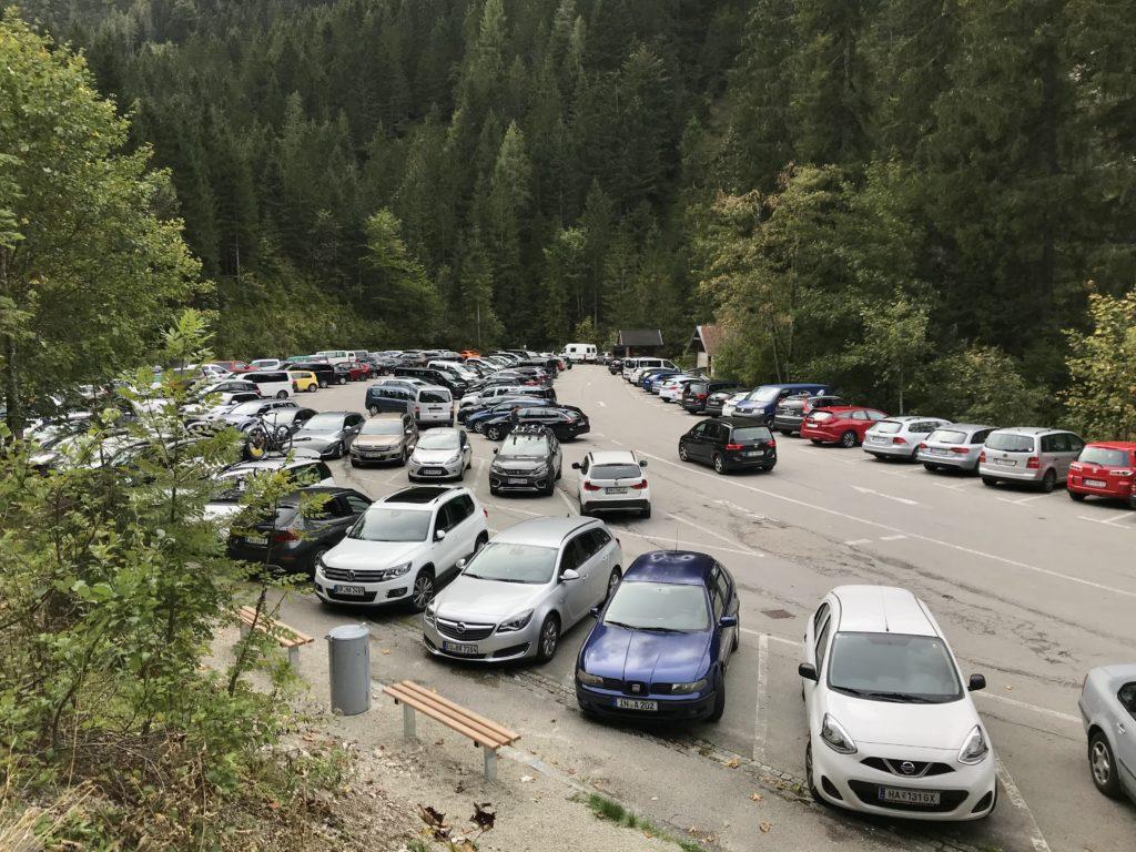 Gosausee parken - rund 300 Meter vom vorderen Gosausee ist der Parkplatz